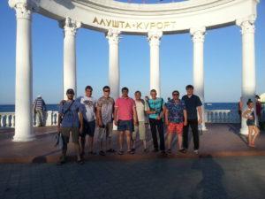 Команда агрохимцентра возле Большой арки