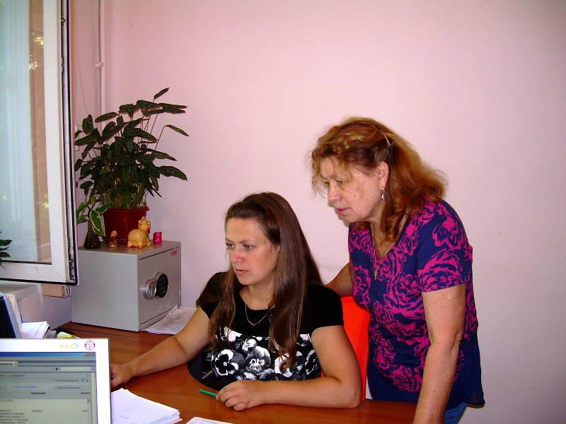 Сотрудники органа по сертификации Бурлай О.М., Ангилеева Л.Г. регистрируют декларации в едином реестре ФГИС Росаккредитации
