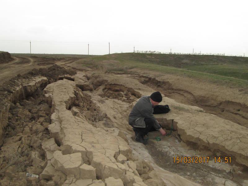 Размыв почвы вдоль дороги. Апанасенковский район