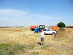 """Сорокина С.А. возле уборочной бригады агрохолдинга """"Красногвардейский"""""""