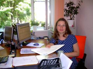 Сотрудник органа по сертификации Ангилеева Л.Г. регистрирует декларации в едином реестре ФГИС Росаккредитации