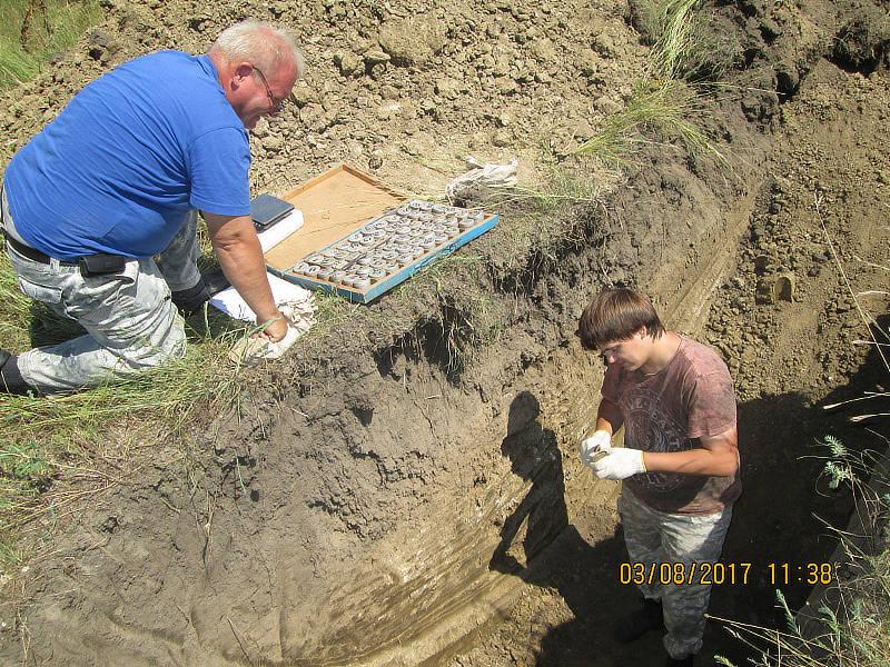 Определение физических свойств почвы, в частности плотности почвы. Главный почвовед — Макоед А. А. Агрохимик I категории — Фуфлев С. В.