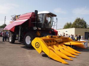 Комбайн с жаткой для уборки кукурузы