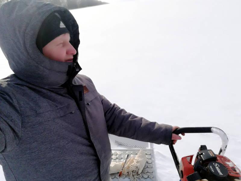Сотрудник отдела ПУиО Фильчев М.И. в поле