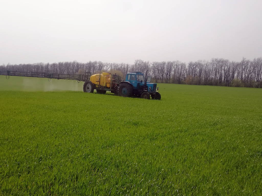 Внесение агрохимикатов на опытном участке