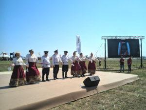 Выступление казаков, среди них наш коллега Григорий Шеховцов с Прикумской станции
