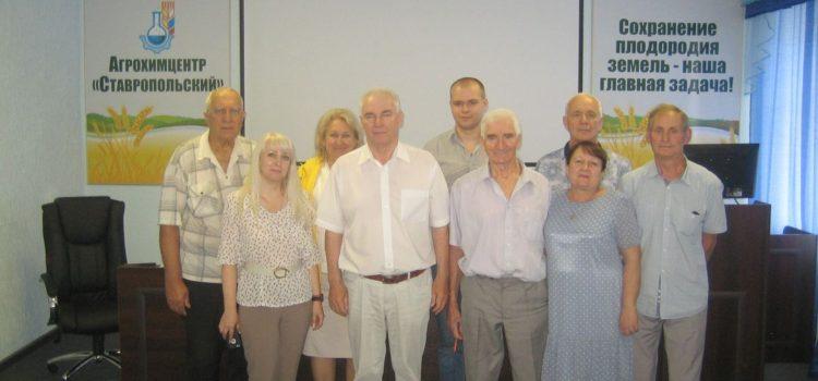 Заведующий сектором ПуиО Н.А. Зеленский и районные агрохимимики на семинаре-совещании
