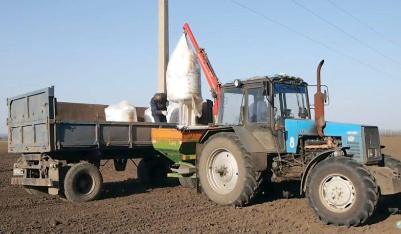 Использование минеральных удобрений в 1-ом полугодии 2020 года в Ставропольском крае. Архивное фото